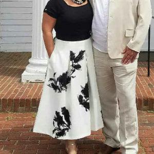 White House Black Market Skirts - WHITE HOUSE BLACK MARKET MIDI SKIRT